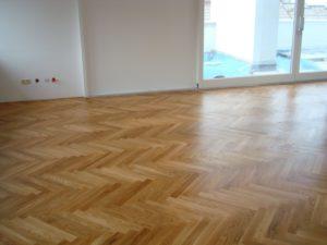 Parkettboden abschleifen - neuer Look für alte Holzböden